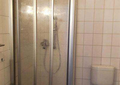 Bad (Dusche/WC) Zimmer 11
